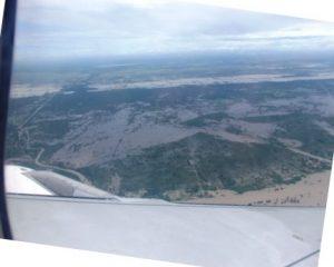 上空より(恐らく)トンレサップ湖