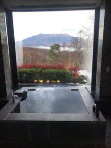 部屋の風呂からの富士山