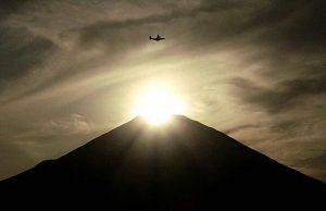 富士山と太陽と飛行機