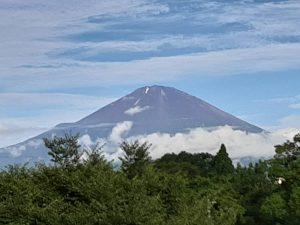 雲海後の富士山