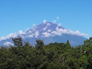 雲に覆われた富士山1