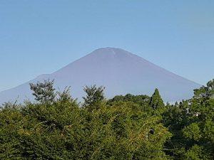 すっかり雪のなくなった富士山